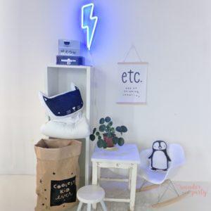 Luz neón rayo azul retro en plástico WonderParty Barcelona