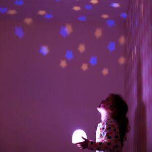 Luz proyector musica larcoíris con música lámpara quitamiedos Wonder Party Bcn
