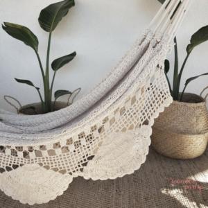 Hamaca hecha en crochet blanca