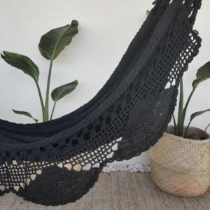 Hamaca hecha en crochet negro